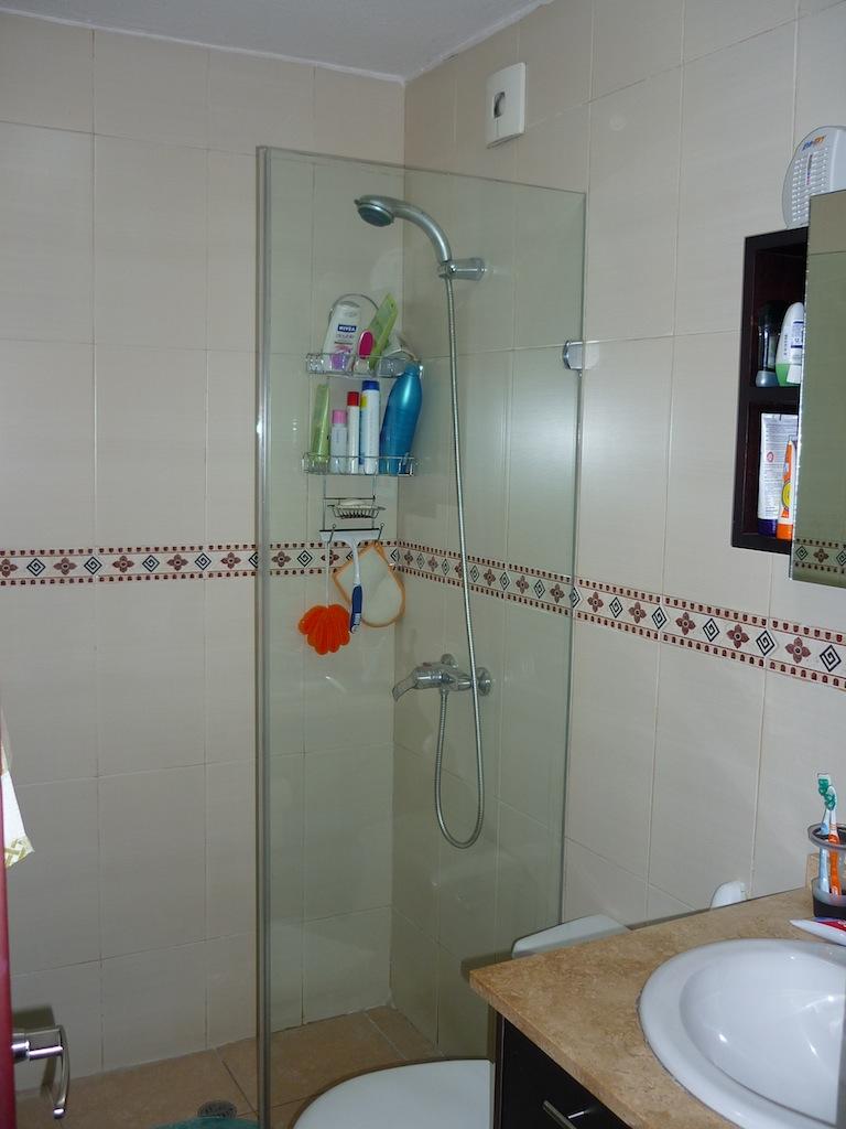 Puertas De Vidrio Para Baño Quito:Puertas de vidrio para ducha, cerámica de piso a techo en todo el